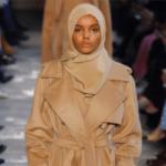 Halima Aden verovert de modewereld met hoofddoek